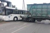 Нұр-Сұлтанда автобустың тепловозбен соқтығысқан ВИДЕОсы пайда болды