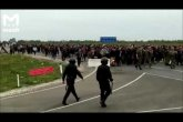 Қазақстан-Ресей шекарасында полиция мен мигранттар арасында қақтығыс болды (ВИДЕО)