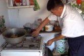 «Тасжүрек әйелі тастап кетті»: жалғызбасты әке 9 баланы жалғыз өзі асырап отыр (ВИДЕО)