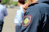 «Полиция қызметкерлері» жалғыз жүрген жастарды тонаумен айналысқан (ВИДЕО)