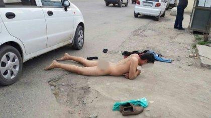 Өзбек кәсіпкері шенеуніктерге ренжіп, тырдай жалаңаш көшеге шықты
