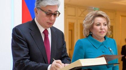 «Тоқаевтың екінші әйелі жоқ»: Дәурен Абаев президенттің «неке сақинасына» қатысты түсініктеме берді