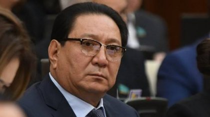 «Көргенсіз, тәрбиесіз»: депутат Жамалов өзінен сұхбат алуға келген журналисті балағаттады