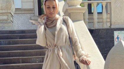 «Күндіз имам»: жатын киіммен қызойнағын өткізген әнші Луина Алла үйінде некелесті