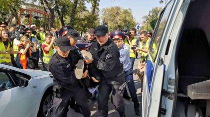 Прокуратураның ескертуіне қарамастан митингке шыққан 57 адам ұсталды