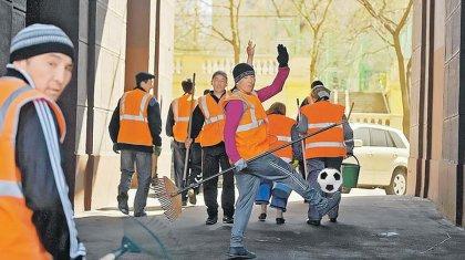 Өзбек-қырғыз футболшыларының ойынынан кейін мигранттар жаппай төбелесті (ВИДЕО)