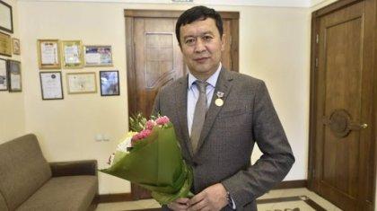 Сәбит Әбдіхалықовты басшылыққа қайтаруын талап еткен театр әртістері сахнаға шығудан бас тартты