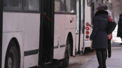 Оралда кондукторды өзі жұмыс істеп жүрген автобус басып кетті