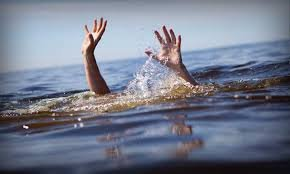Балқаш көлінде баласын құтқармақшы болған әке суға батып кетті (ВИДЕО)