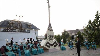 Таразда биіктігі 7,5 метрлік «Домбыра» стеласы орнатылды