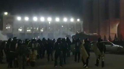 Бішкектегі митинг: 100-ден астам адам ауруханада жатыр