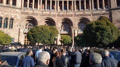 Ереванда уақытша үкіметтің құрылуын талап еткендер митингке шықты
