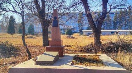 Алматы облысында шенеуніктер майдангер ақынның зираты жатқан жерді жекеге өткізіп жіберген