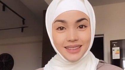 «Мынау не киім?»: хиджаб киген Ақбота Сейітмағамбеттің жаңа образы жұртқа жақпай қалды (ФОТО, ВИДЕО)