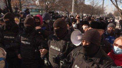 «Сайлауға бойкот!»: арнайы жасақ Мамайдың жақтастарын көтеріп әкетпек болды