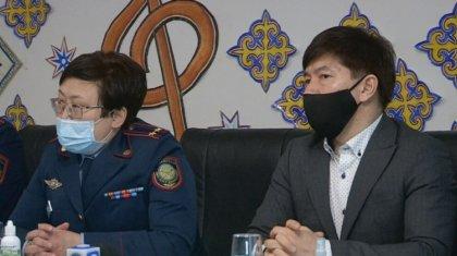 Сәкен Майғазиев сотталған әйелдермен бірге ән шырқады