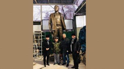 Перуашевтің Назарбаевқа ескерткіш соқтырып жатқаны рас па?
