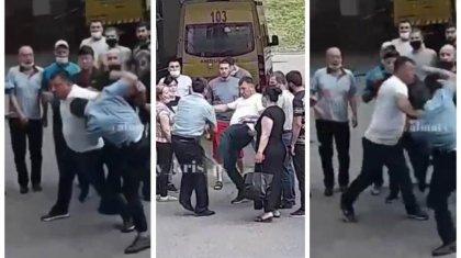 Алматы облысында ер адам полиция қызметкерін тепкілеп тастады (ВИДЕО)