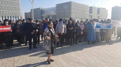Түркістанда балабақша тәрбиешілері митингке шықты