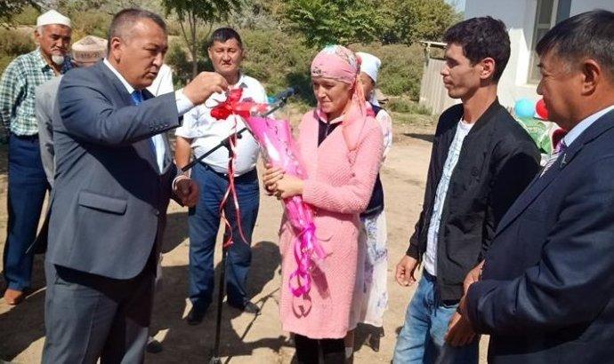 Түркістан облысында үшемді дүниеге әкелген анаға пәтер кілті табысталды