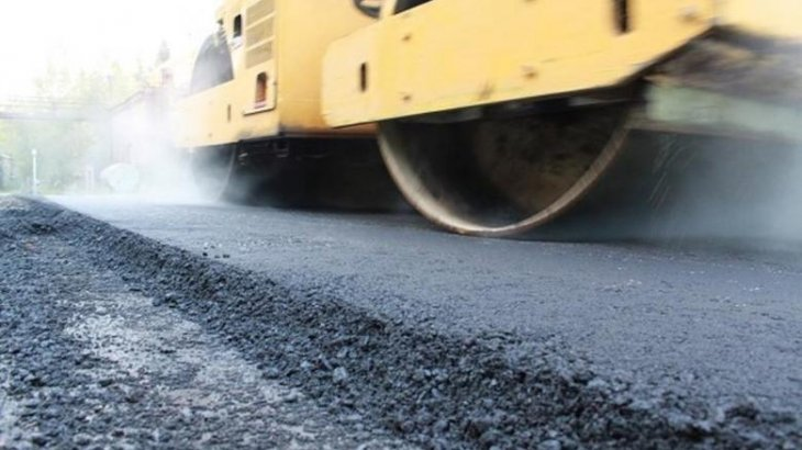 Аким Карагандинской области проконтролировал ремонт дороги до Жезказгана