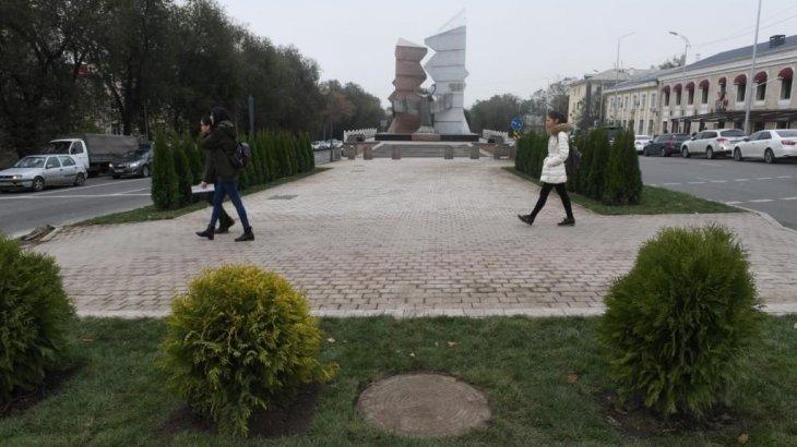 Алматыда «Тәуелсіздік таңы» монументінің алды абаттандырылды