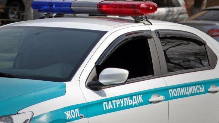 Астанада жол апатын жасап, қашып бара жатқан көлікті полицейлер дөңгелегінен атып тоқтатты
