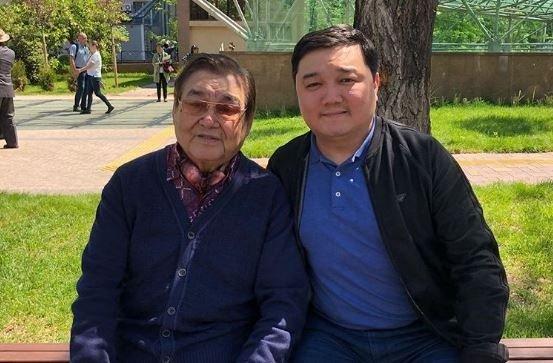«Жүрегім ұшып кетті»: Ескендір Хасанғалиевтің ұлы әкесі жайлы «суыт» хабарға қатысты пікір білдірді
