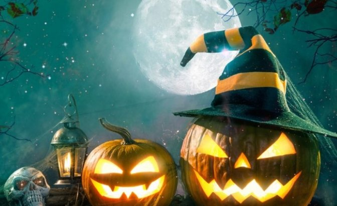 Астанада Хэллоуин кешінде бойжеткеннің үстіне баннер құлап кетті