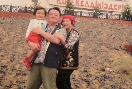 «Мұңайтты да, қатайтты»: Мақпал Жүнісова Заманбек Нұрқаділовті еске алды (ВИДЕО)