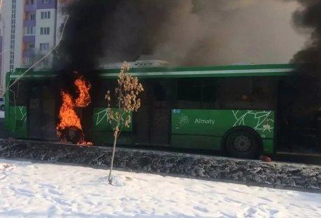 Алматыда автобус өртеніп кетті