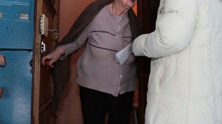 Астанада өзін дәрігер деп таныстырған әйел зейнеткерді тонап кетті