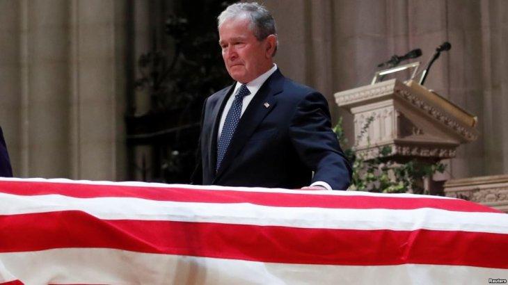 Вашингтон үлкен Джордж Бушпен ресми қоштасты
