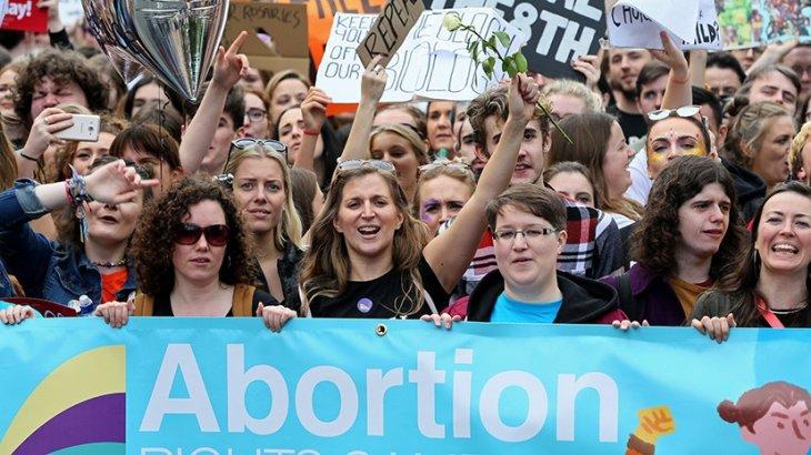 Ирландия парламенті абортты заңдастырды