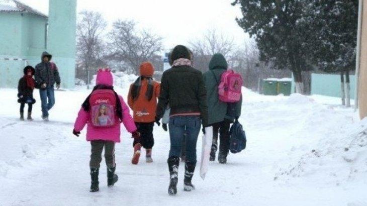 Оралдағы мектептердің бірі түтінге оранып, 100-ден астам оқушы эвакуацияланды