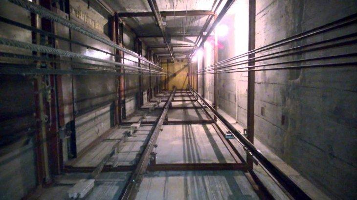 Атырауда лифт бұзылып, 22 жастағы бойжеткен шахтасына құлап кетті