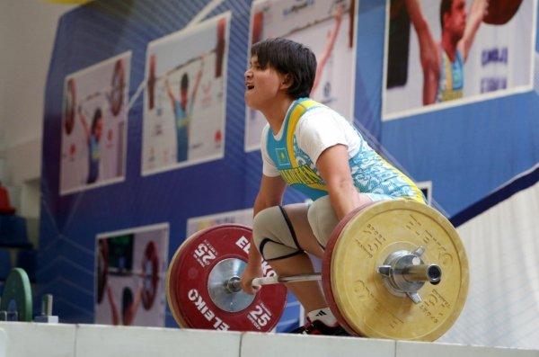 АУЫР АТЛЕТИКА: Катарда өтіп жатқан турнирде Раушан Мешітханова екінші орын алды