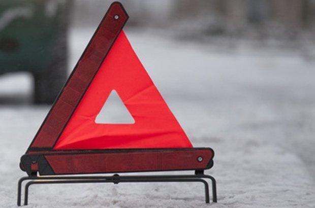 Астанада 43 жастағы әйелді баласымен бірге жаяу жүргіншілерге арналған жолда көлік қағып кетті