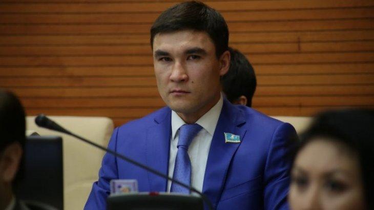 «Немного грустно»: Серик Сапиев сложил полномочия депутата парламента