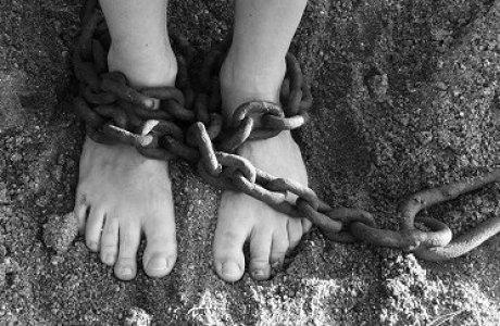 «Қызын араққа айырбастаған»: Белігілі журналист малшының қолында құлдықта жүрген бойженнің тағдырын баяндады