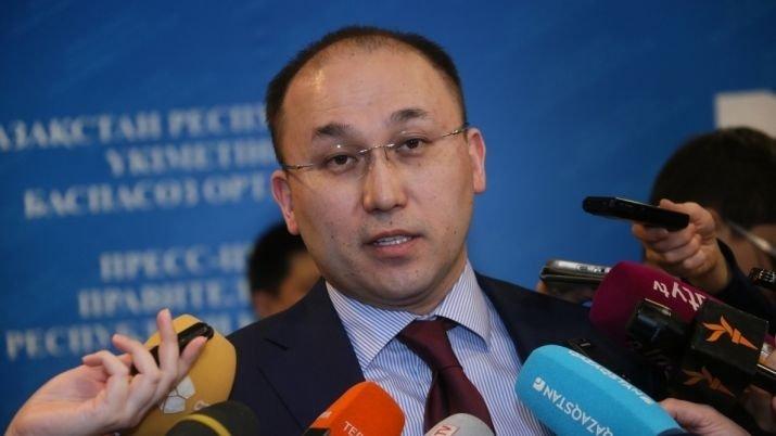 Дәурен Абаев Әбілқасымованың отставкаға кетуін талап еткендерге жауап берді