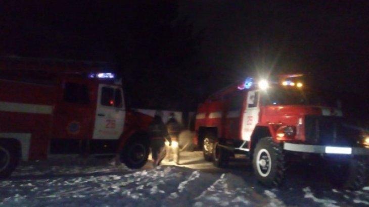 Пожарные предотвратили взрыв газовых баллонов в Павлодарской области