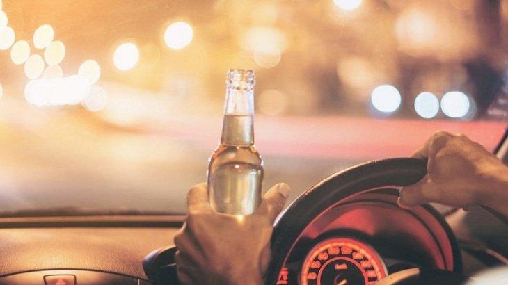 «Я плачу за эту дорогу»: Парень выбросил бутылку пива из машины на трассе Алматы-Хоргос и снял на ВИДЕО