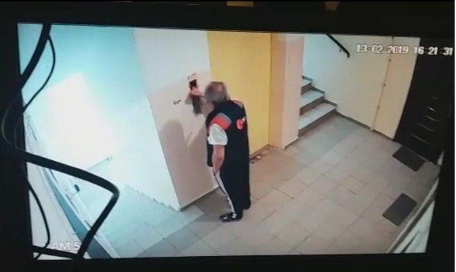 В Алматы мужчина упал в шахту лифта и разбился