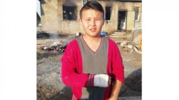 «Настоящий герой»: 13-летний подросток вынес из горящей времянки двух соседских малышей в Шымкенте