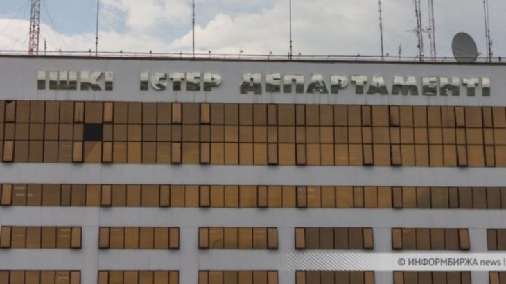 Задержанный экс-полицейский выпрыгнул из окна третьего этажа служебного кабинета в Уральске