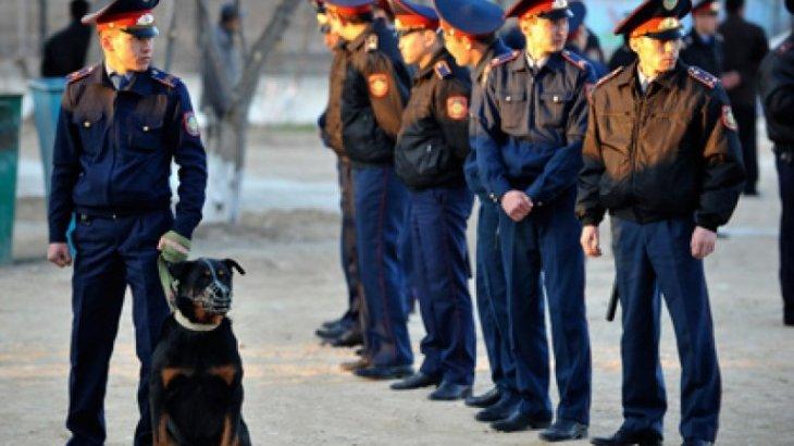 Полицейские задержали людей, пытавшихся сорвать отчетную встречу акима в Алматы