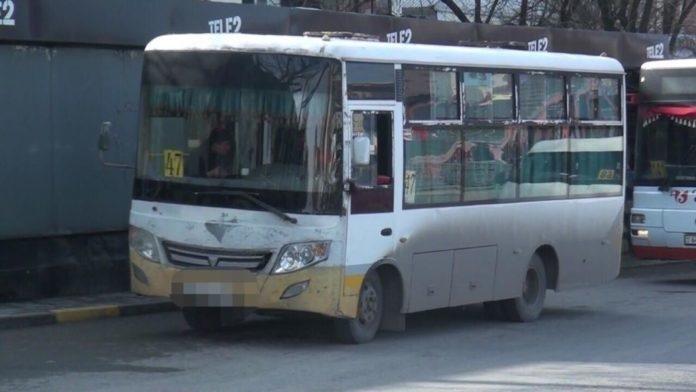 Шымкентте есігін жаппай жүріп кеткен автобустан 2 әйел құлап жарақаттанды