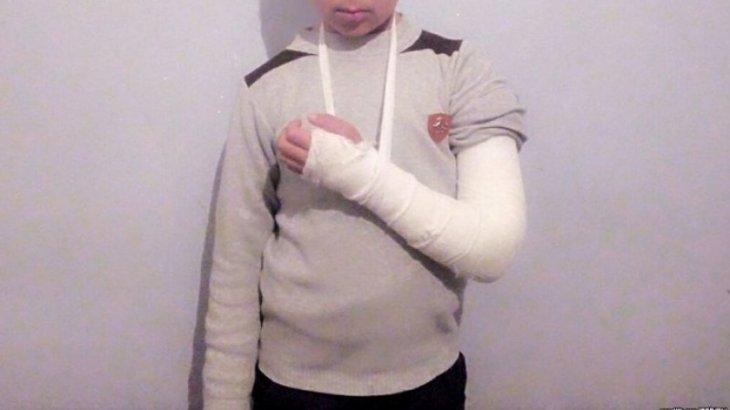 Учитель сломал руку пятикласснику в Узбекистане
