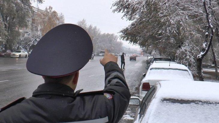 Көкшетауда полицейге пара бермек болған тұрғын ұсталды